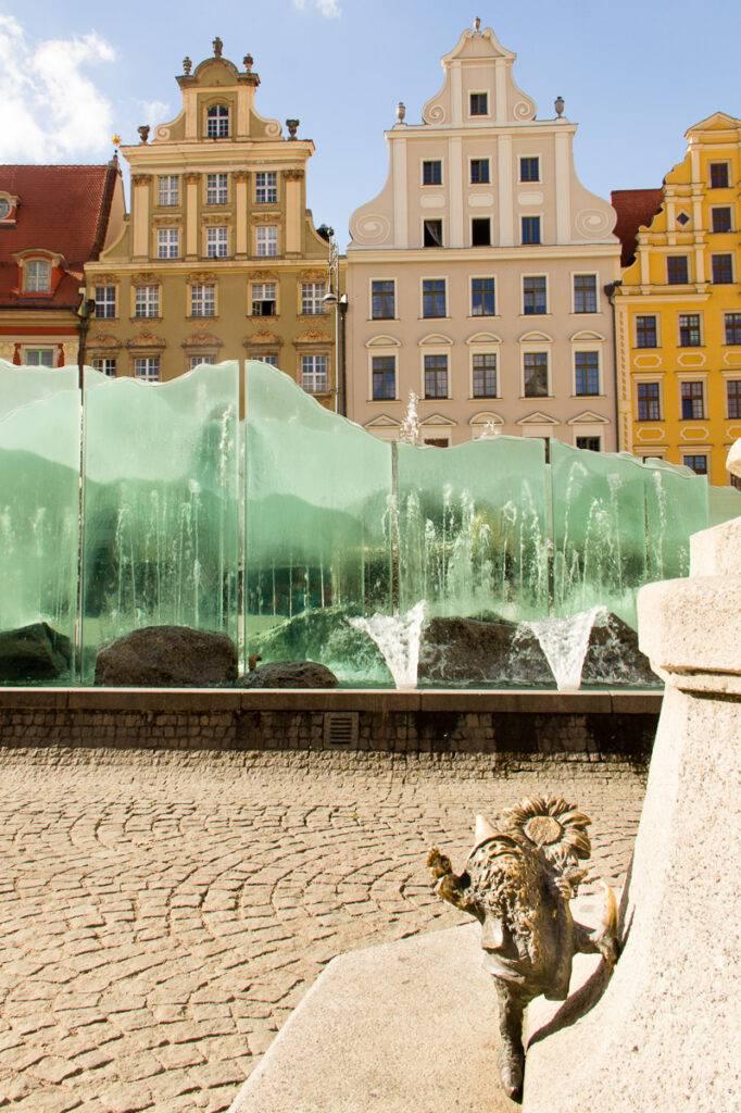Bronsdvärg på Rynek i Wroclaw.