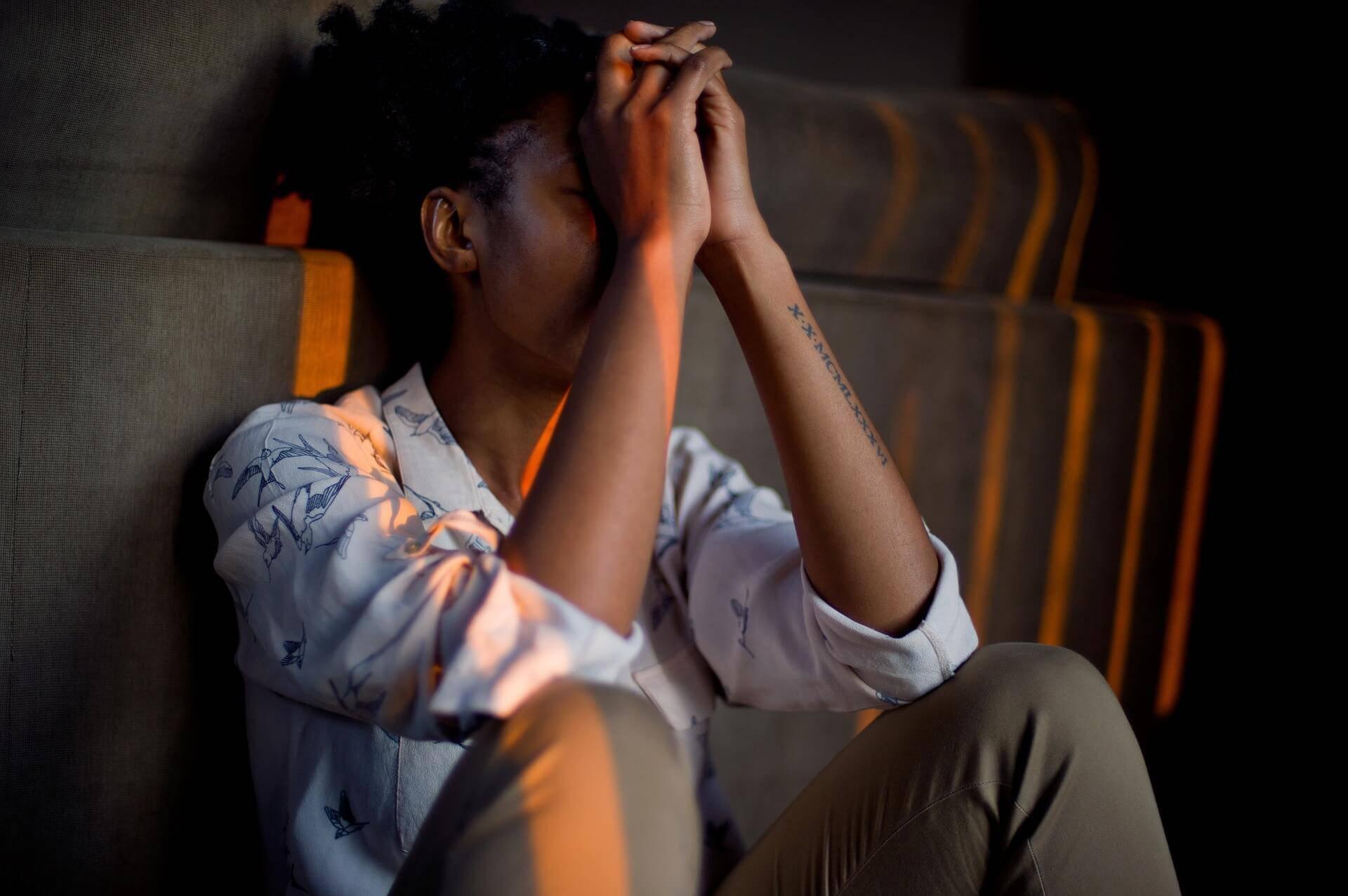 Forskarna har studerat orsaker till utbrändhet och funnit att det är av yttersta vikt att man blir väl mottagen när man träder in i yrkeslivet.