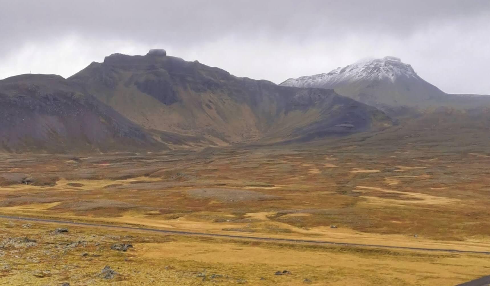 I glaciärens skugga – en resa runt Islands medelpunkt