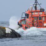 räddningsbåt på väg ut
