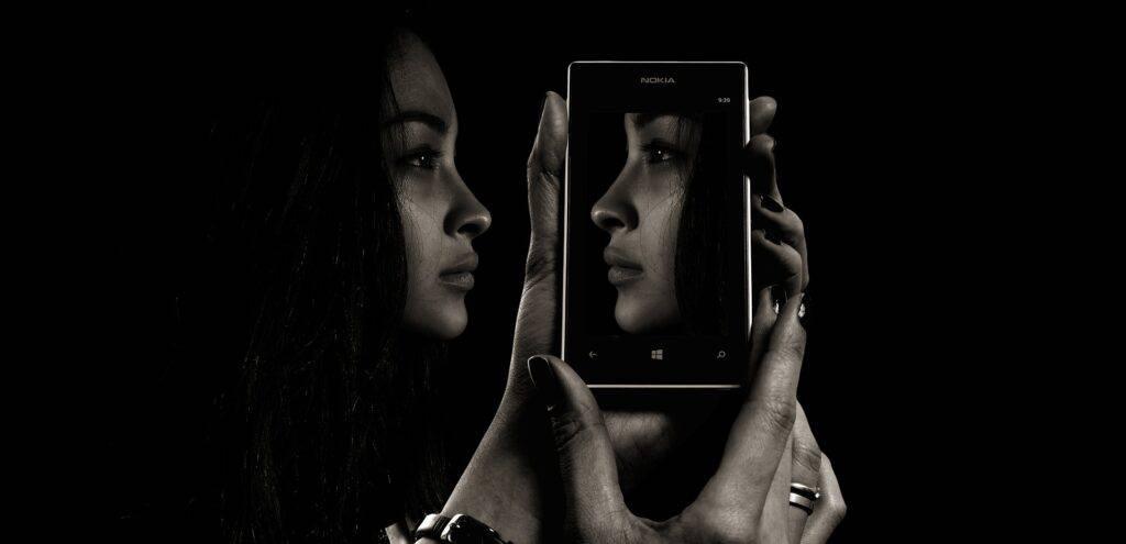 Spegelbild i en mobil