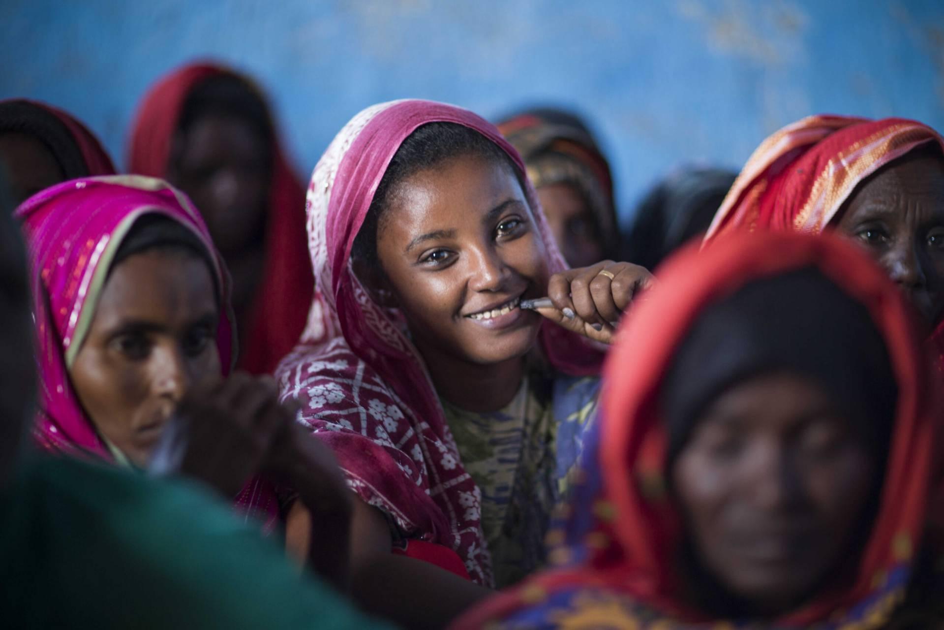 Leende kvinna från Afarregionen i Ethiopien
