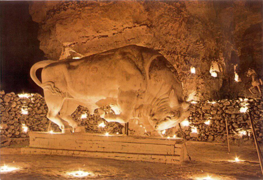 Staty som föreställer en tjur