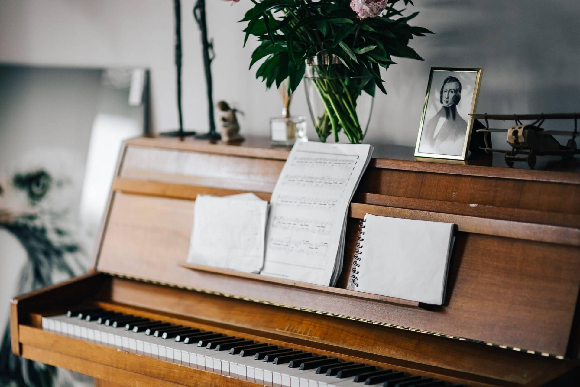 ett piano med noter